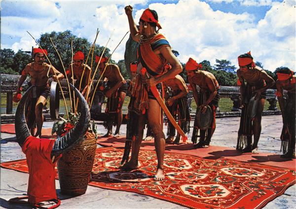 ANGKOR (Cambodge) 24c/53 - Danse folklorique des Khmers Loeu devant Angkor-Vat