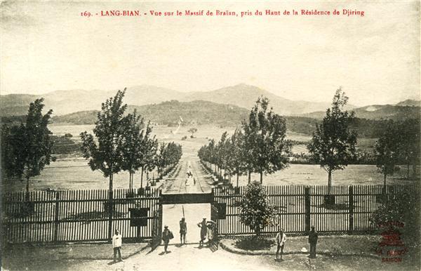 169. - LANG-BIAN - Vue sur le Massif de Braïan, pris du Haut de la Résidence de Djiring