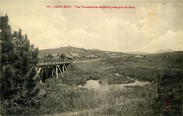 181. - LANG-BIAN. - Vue Panoramique de Dalat, prise près du Pont