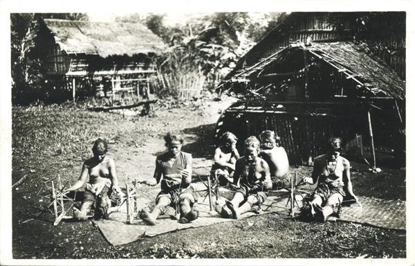 [Verso] FÉDÉRATION INDOCHINOISE 162 COCHINCHINE Province du Thudaumot - Budop Femmes Moï filant...